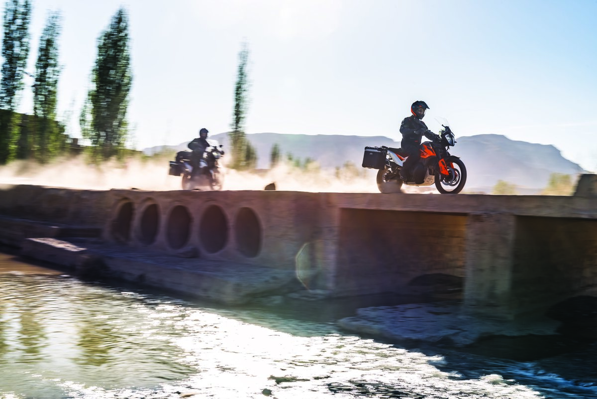 KTM 790 ADVENTURE_Action 10.jpg